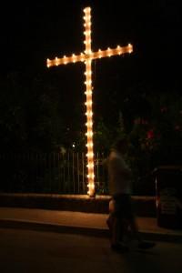 Una croce luminosa lungo il cammino