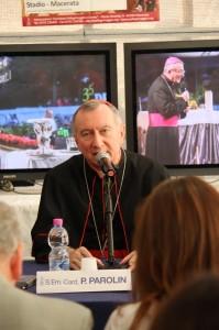 Mons. Parolin durante la conferenza stampa